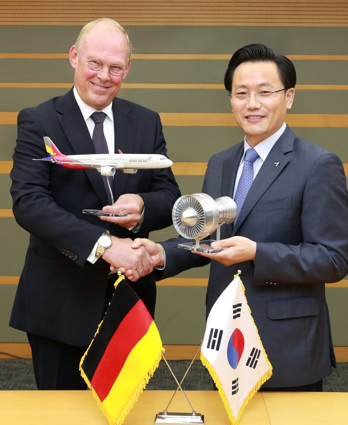 Leo Koppers, SVP MRO MTU Maintenance and E-Bae Kim, EVP-Corporate Support Asiana Airlines.