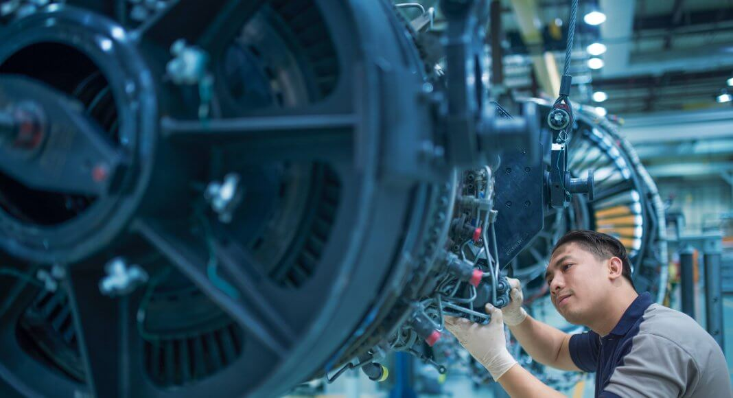 TS&S technician works on V2500 engine at the MROs Abu Dhabi facilities